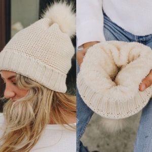 Accessories - ☃️ Fleece Lined! Cozy Knit Plush Pom Beanie
